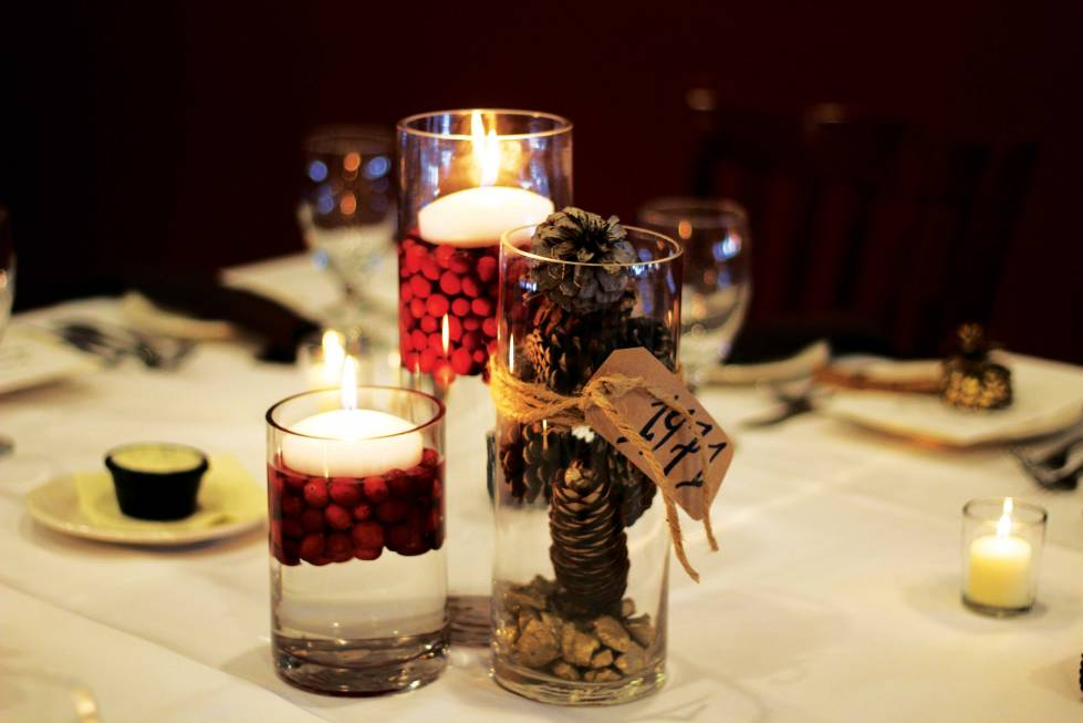centerpiece-with-pinecones-and-cranberies-01